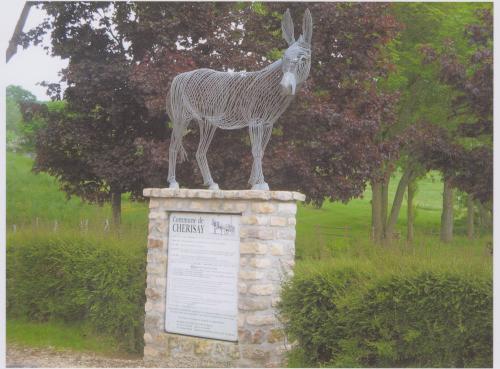 âne de Cherisay(sarthe,pays de Loire)1,20m au garrot.Sculpture métal,installée devant la mairie de Cherisay,village où ce tient une importante fête aux ânes chaque année.