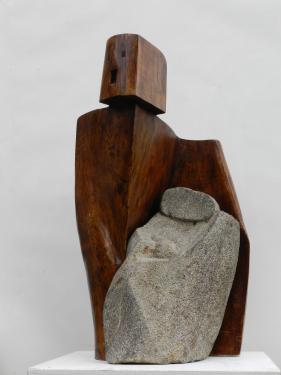PROTECTION -chêne ciré et grès,               hauteur :68cm