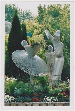 sculpture métal installée sur un rond-point à la ville aux Dames,région centre-val de Loire  Hauteur:2,10m